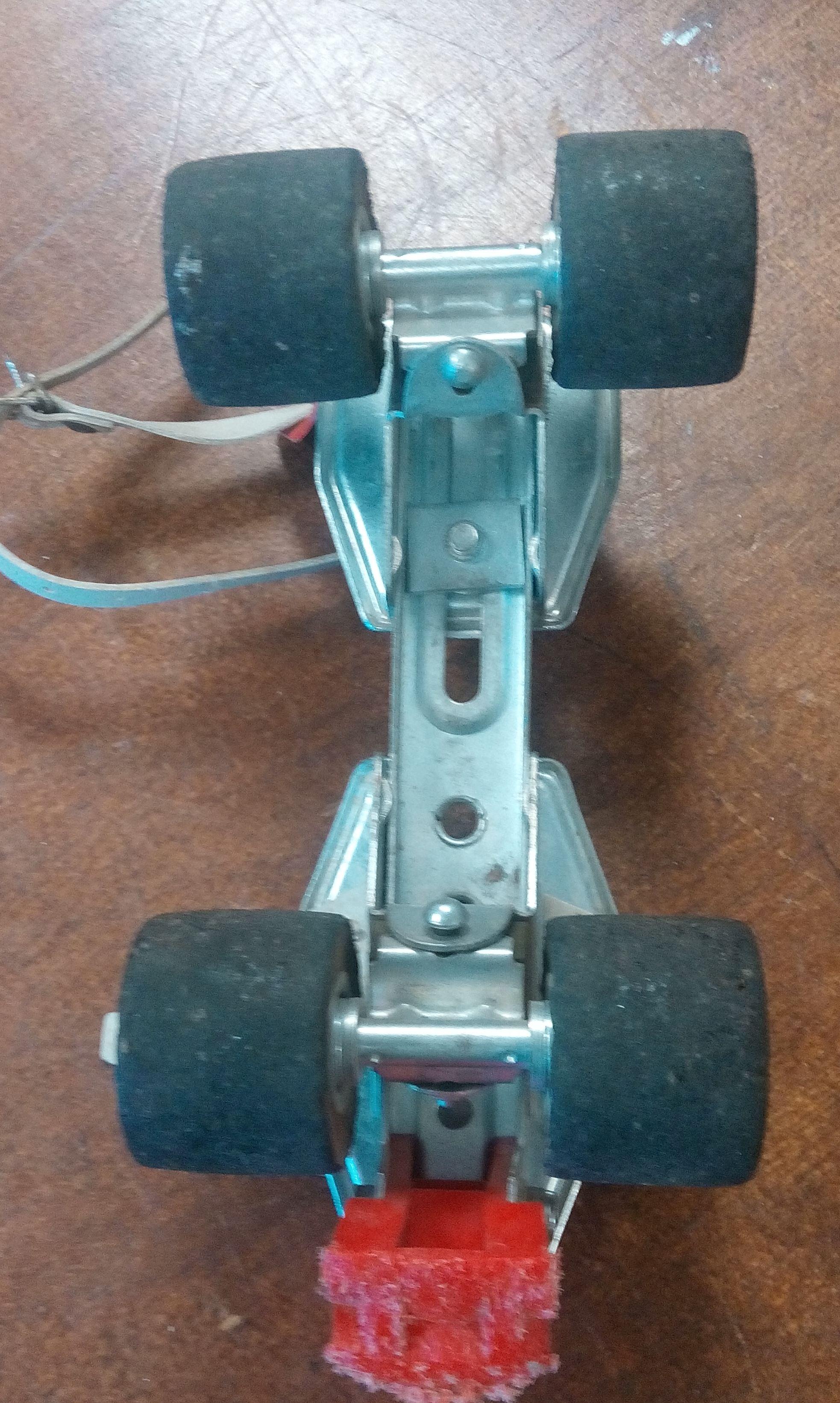 Formule 1 en bois partir d un vieux patins roulettes IMG 20161103 152801 1 .jpg