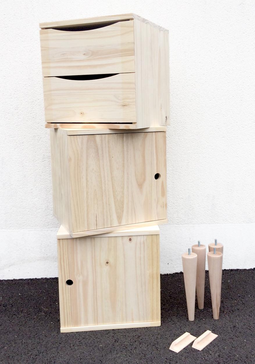 DIY une petite enfilade blocs pieds et poignees.jpg