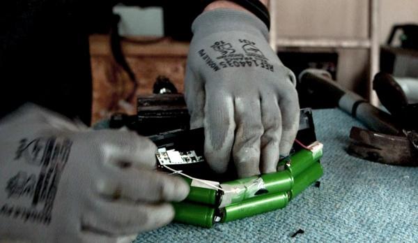 Recyclage des batteries Li-ion 600px-R cup ration de batteries 2 - De cortiquer cellules.jpg