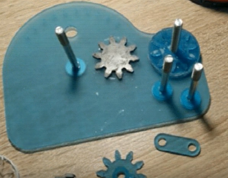 Arithmomètre (machine à calculer mécanique) montage2.png