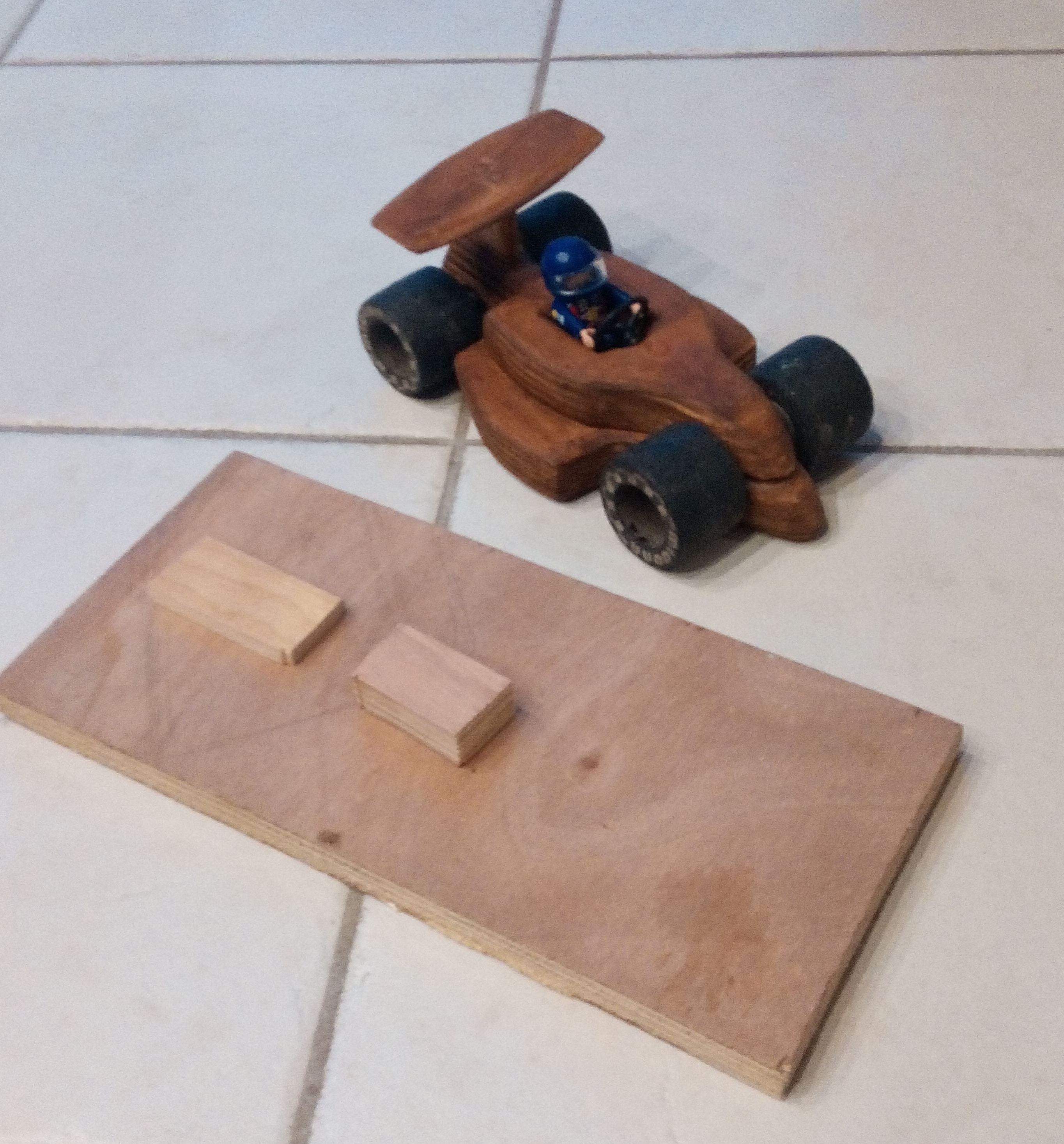 Formule 1 en bois partir d un vieux patins roulettes bois.jpg