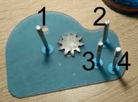 Arithmomètre (machine à calculer mécanique) montage1.png