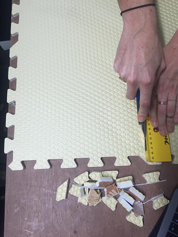 Tapis de décoration en mousse decoupe-main-dalle0.jpg