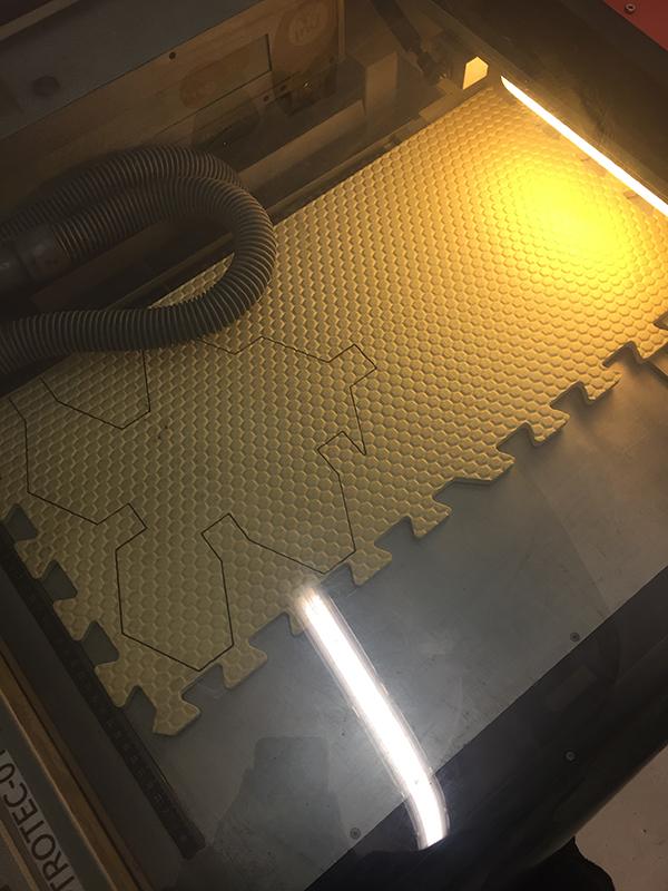 Tapis de décoration en mousse decoupe-laser-2.jpg